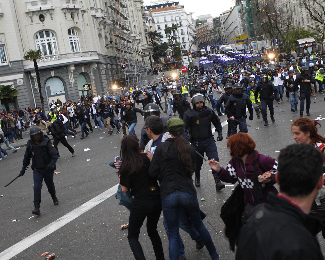 """Cargas policiales tras la protesta """"Asedia el Congreso"""""""