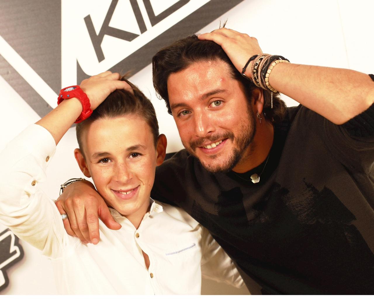 Jose María, ganador de La Voz Kids, junto a Manuel Carrasco.